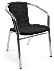 Snygg trädgårdsstol i aluminium ock konstrotting